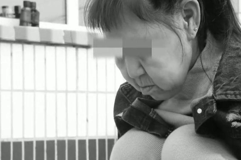 Có gương mặt như cụ bà 60, cô gái 15 tuổi phải bỏ học giữa chừng - Hình 1