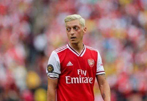 Nhà bao việc, Ozil lại tự chuốc họa vào thân khiến Arsenal cạn ngôn - Hình 1