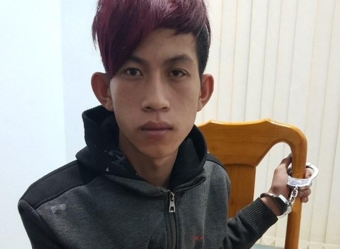 Thiếu niên 16 tuổi liều lĩnh kề dao vào cổ nạn nhân, cướp điện thoại - Hình 1