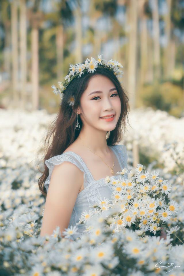 Thiếu nữ xinh đẹp gây sốt bên vườn cúc họa mi tinh khôi ở Hải Phòng - Hình 7