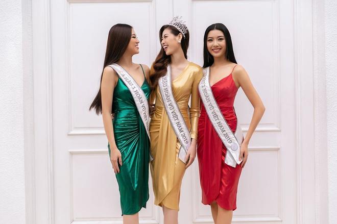 Top 3 Hoa hậu Hoàn Vũ Việt Nam mặc đồ giống cột đèn giao thông - Hình 1