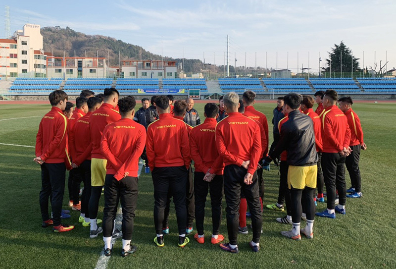 U23 Việt Nam khổ luyện dưới trời lạnh 5 độ C ở Hàn Quốc - Hình 1