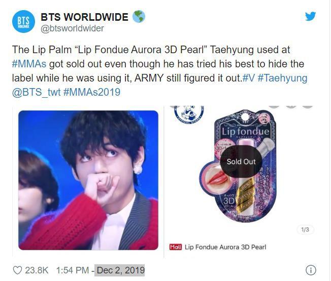 V (BTS) dùng son dưỡng tại lễ trao giải, fan mua nhiều đến cháy hàng - Hình 1