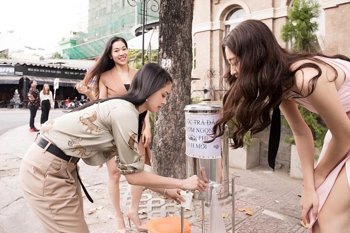 Lương Thùy Linh mời Miss World 2013 ăn phở - Hình 7
