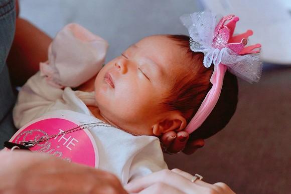 Bà xã Hoài Lâm tung loạt ảnh của con gái đầu sau thời gian giấu kín - Hình 2