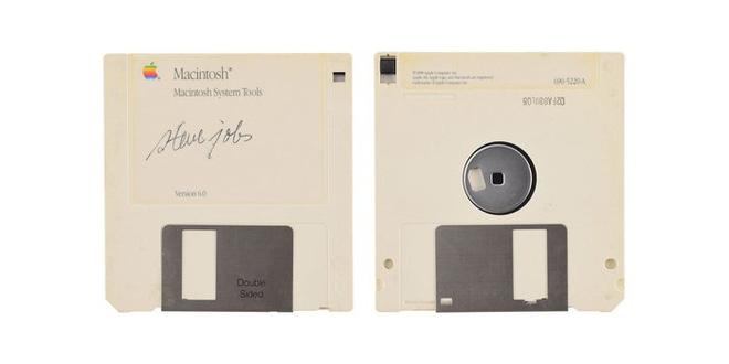 Đĩa mềm có chữ ký của Steve Jobs được bán đấu giá với con số không tưởng - Hình 2