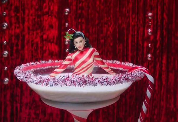 Katy Perry quay trở lại trong tháng Mười Hai, chiêu đãi fan bằng nhạc Giáng sinh sớm - Hình 2