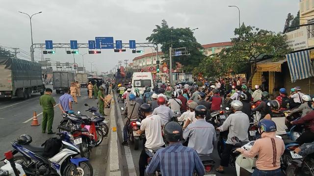 Kẹt xe khủng khiếp qua hiện trường vụ tai nạn chết người ở Sài Gòn - Hình 2