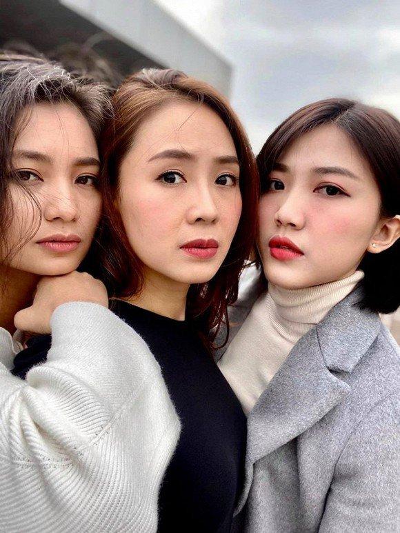 Khi 3 mỹ nhân Hoa hồng trên ngực trái đứng cùng, CĐM bối rối: Ai hơn ai chục tuổi? - Hình 2