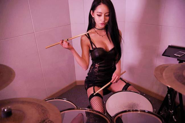 Mỹ nữ chơi trống gợi cảm nhất Châu Á từng là người mẫu 18 - Hình 12