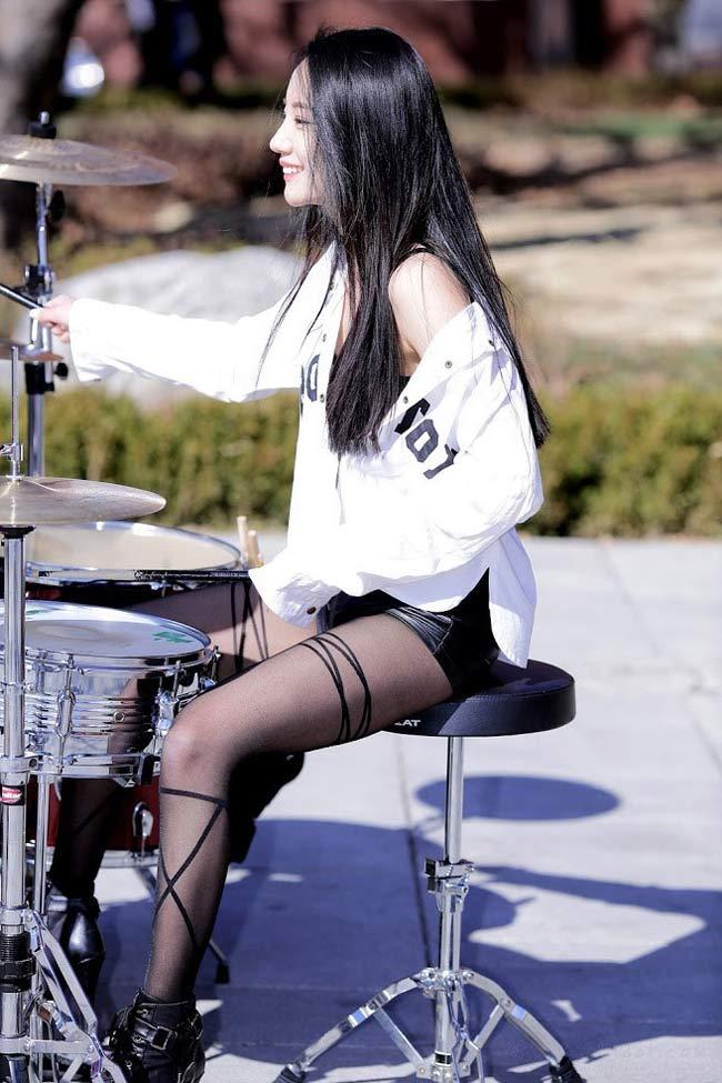 Mỹ nữ chơi trống gợi cảm nhất Châu Á từng là người mẫu 18 - Hình 3