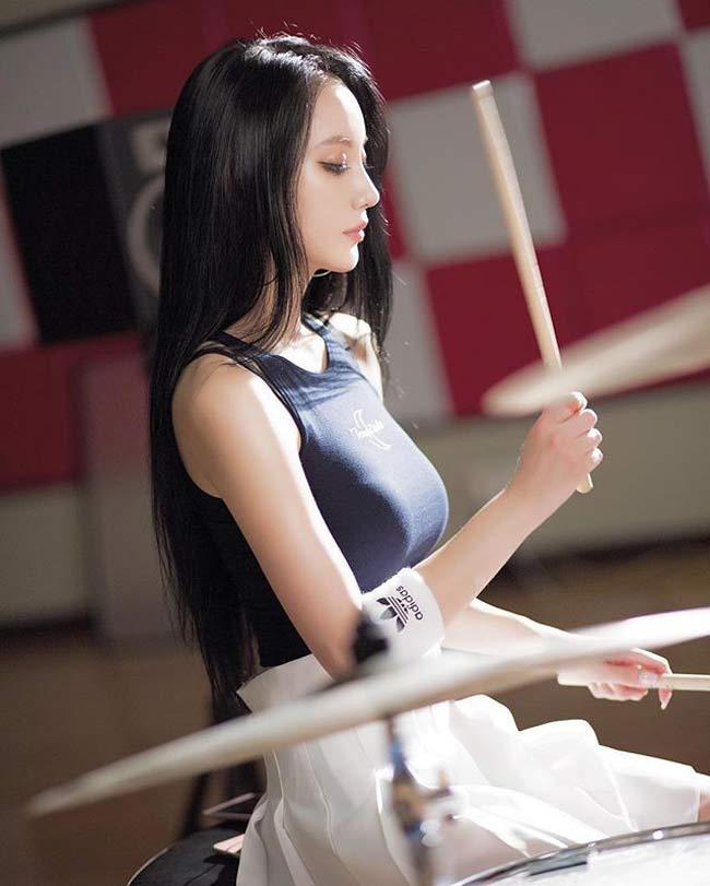 Mỹ nữ chơi trống gợi cảm nhất Châu Á từng là người mẫu 18 - Hình 1
