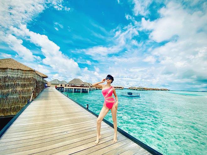 Ngọc Trinh tặng bikini cũ cho Trang Trần - Hình 1