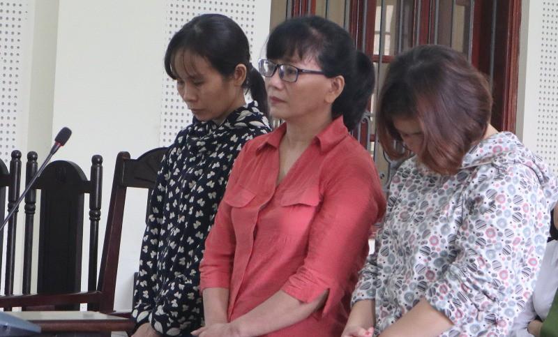 Nữ cán bộ giúp 2 phụ nữ lừa chạy việc ngành y - Hình 1
