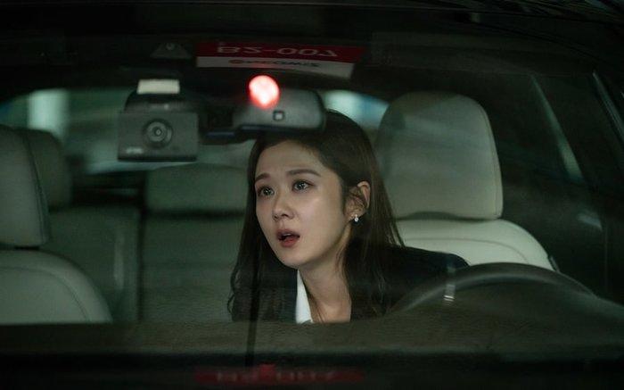 'VIP': Jang Nara đã phát hiện ra bí mật kinh khủng gì trên xe của chồng cô? - Hình 1
