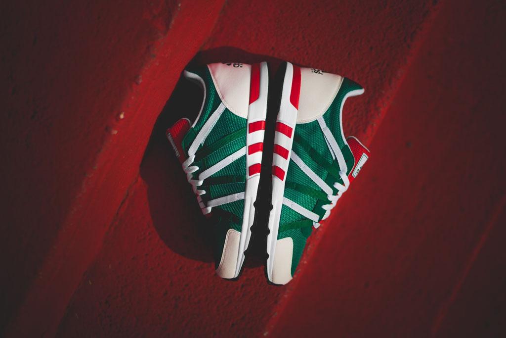 6 đôi giày có màu xanh, đỏ, trắng nên mua vào dịp Giáng sinh này - Hình 6