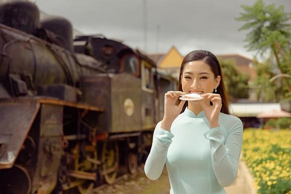 Lương Thuỳ Linh lần đầu tiết lộ cát-xê dự event - Hình 4
