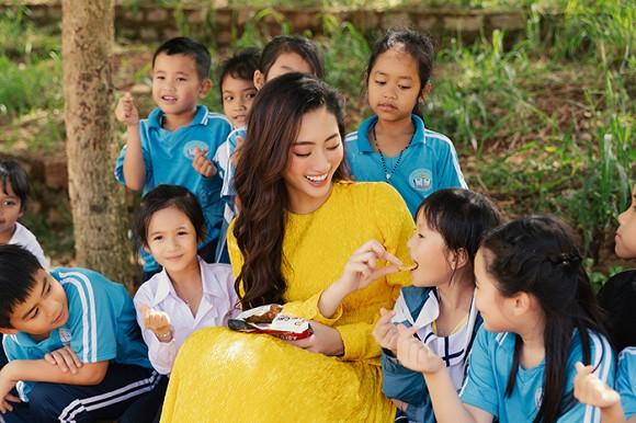 Lương Thuỳ Linh lần đầu tiết lộ cát-xê dự event - Hình 9