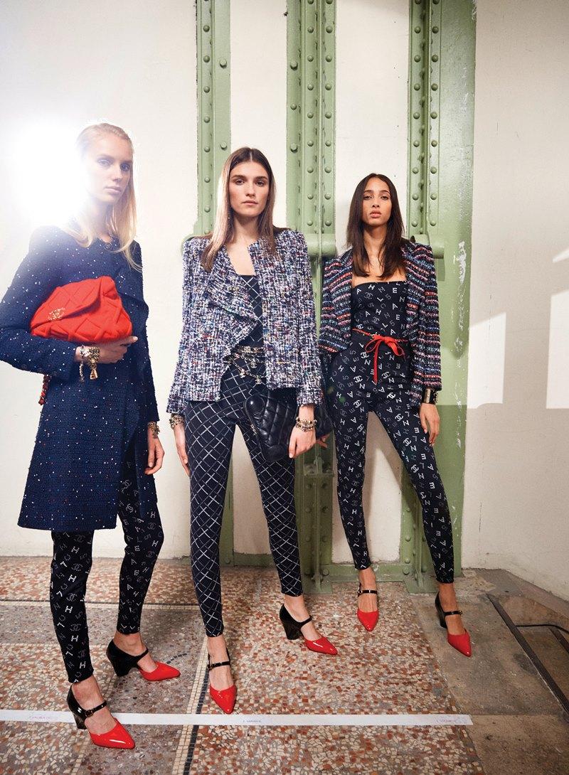 Tự tin sải bước xuống phố trên những đôi giày hai tông màu của Chanel - Hình 2