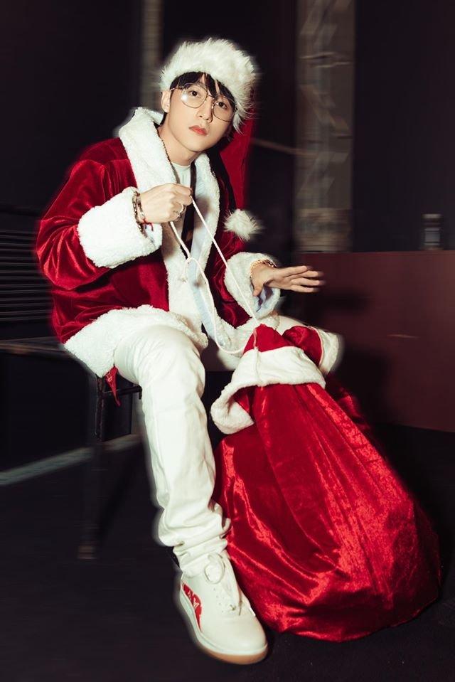Nhìn thấy Sơn Tùng M-TP, chỉ ước món quà Giáng Sinh năm nay là anh già Noel - Hình 2