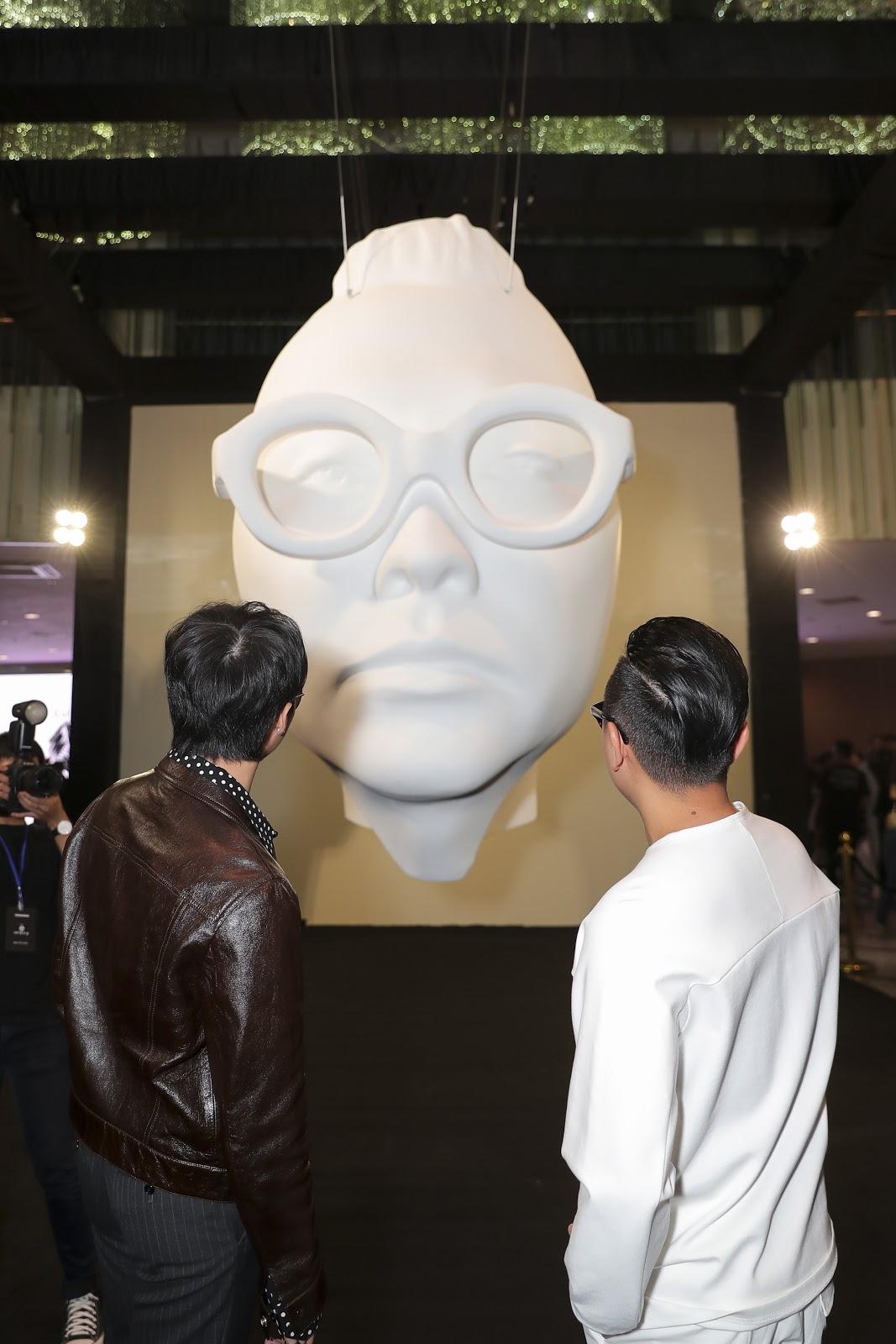 Sơn Tùng chiếm trọn spotlight tại sự kiện Triển lãm thời trang Nguyễn Công Trí và Nghệ thuật Đương đại 'Cục Im Lặng' - Hình 2