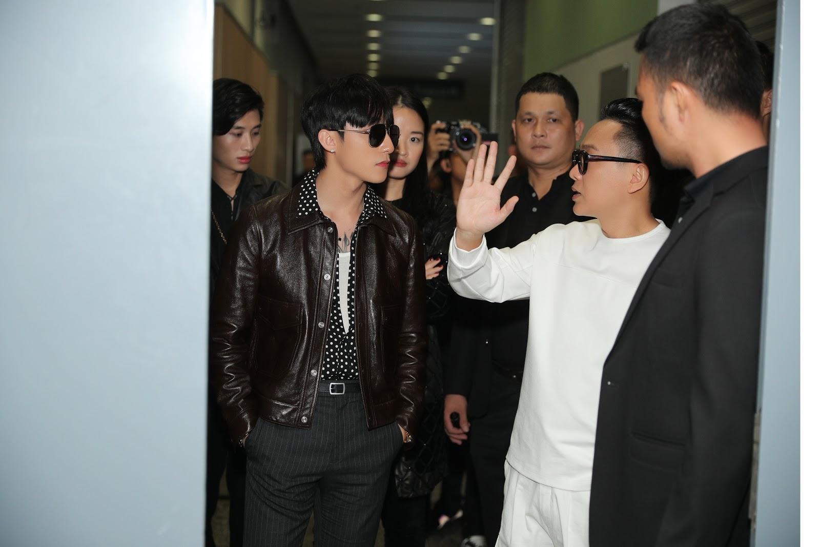 Sơn Tùng chiếm trọn spotlight tại sự kiện Triển lãm thời trang Nguyễn Công Trí và Nghệ thuật Đương đại 'Cục Im Lặng' - Hình 3