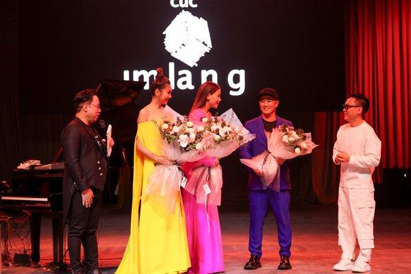 Thanh Hằng, Hà Hồ và dàn hoa hậu dắt tay nhau tham dự triển lãm của Nguyễn Công Trí - Hình 6
