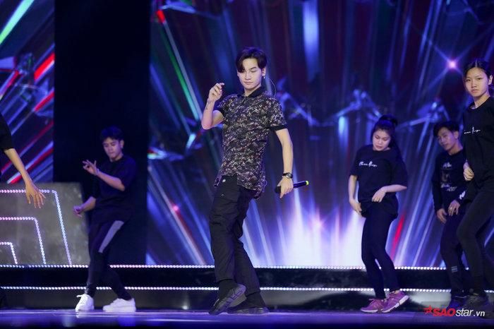 Ali Hoàng Dương hát hit Justin Bieber - Charlie Puth khuấy đảo sân khấu Bán kết Miss Universe Vietnam 2019 - Hình 2