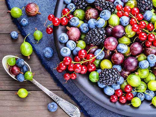 Chăm ăn những thực phẩm này, không bao giờ phải lo tóc rụng và bạc sớm - Hình 2