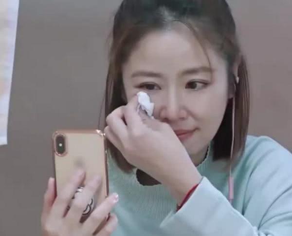 Được nói chuyện với con gái sau thời gian dài xa cách, Lâm Tâm Như khóc nức nở ngay trên sóng truyền hình - Hình 2