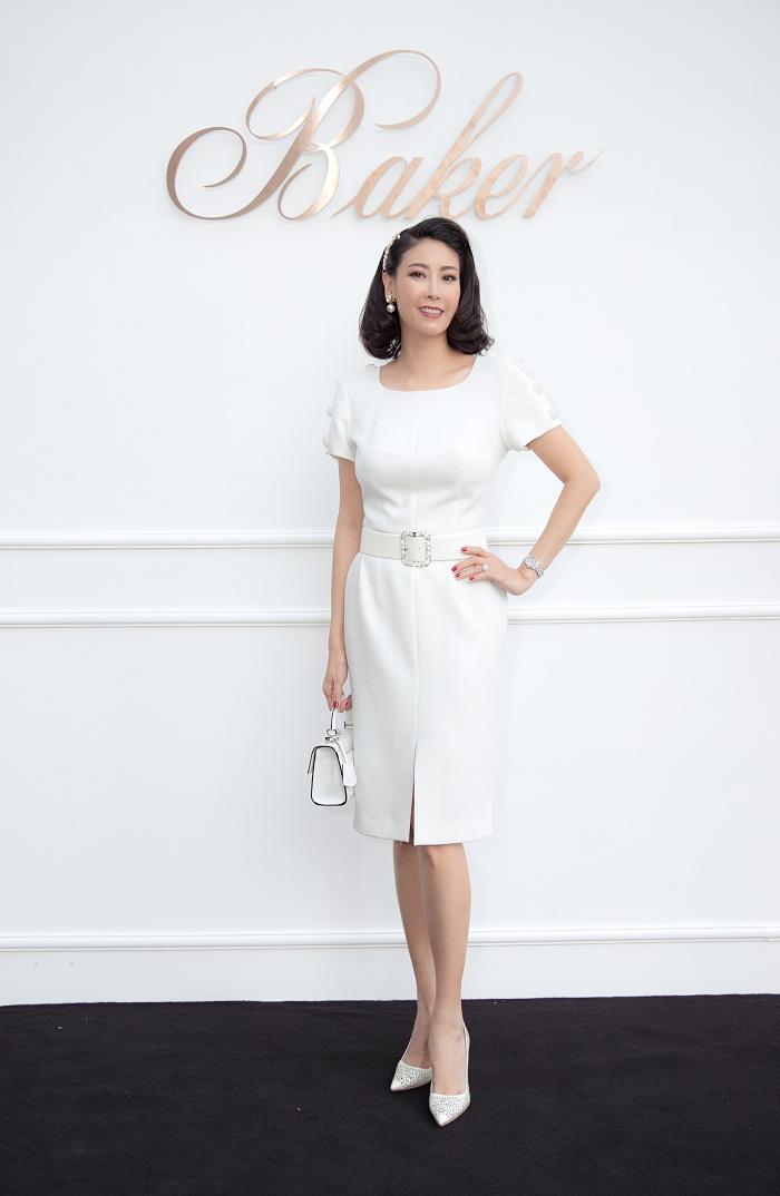 Hoa hậu Hà Kiều Anh xuất hiện quyến rũ với đồ trắng - Hình 6