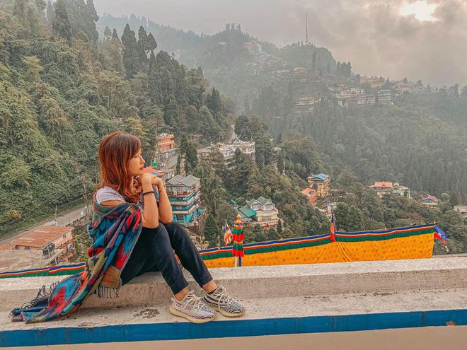 Loạt hình du lịch Ấn Độ của vợ chồng Minh Nhựa lại bị dân tình soi ra dùng app ghép mây trời - cánh chim, chỉnh màu thì quá gắt - Hình 2