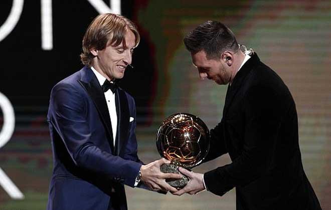 Messi giành Quả bóng vàng thứ 6, Ronaldo không đến dự: CR7 đã ở đâu? - Hình 1