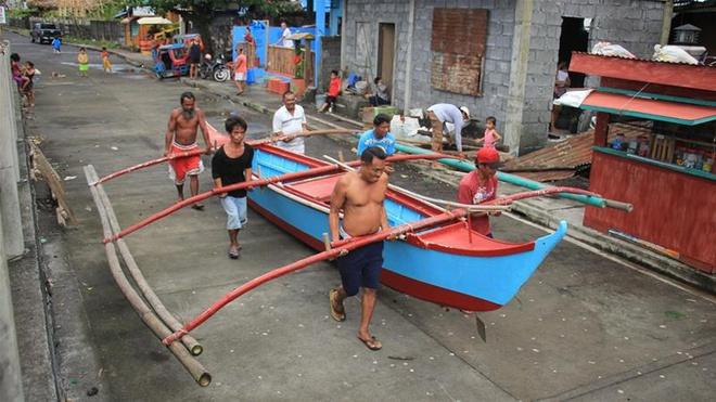 Philippines di tản 200.000 người, đóng cửa sân bay trước siêu bão - Hình 1