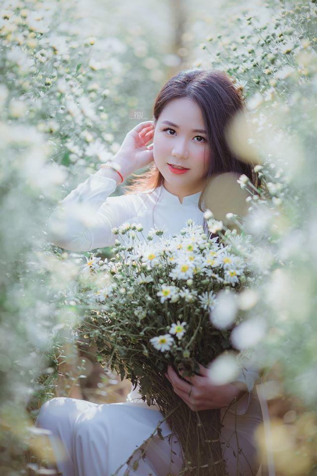 Thiếu nữ Hà Thành gây thương nhớ bên cúc họa mi tinh khôi - Hình 1