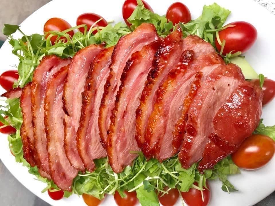 Thịt ngỗng Nga hun khói đổ bộ, nhậu Tết hàng ngoại giá siêu rẻ - Hình 1
