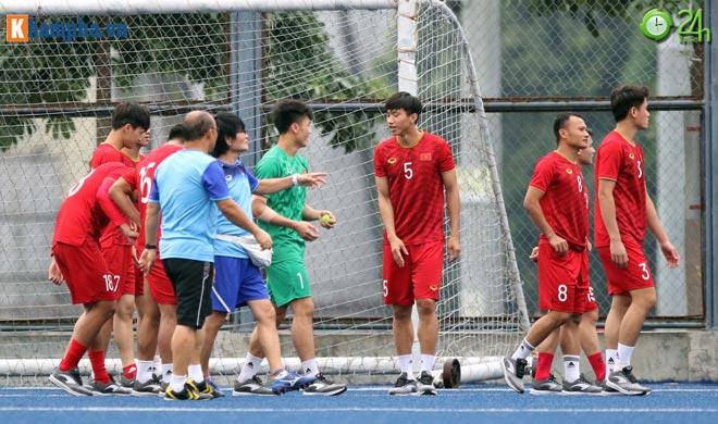 Thủ môn Bùi Tiến Dũng tập luyện thế nào sau sai lầm trước U22 Indonesia? - Hình 2
