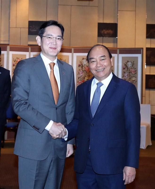 Thủ tướng Nguyễn Xuân Phúc đề nghị Samsung xây dựng một cơ sở sản xuất chip ở Việt Nam - Hình 1