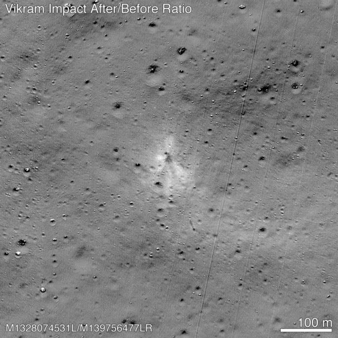 Vết tích tàu đổ bộ Ấn Độ để lại sau cú hạ cánh thất bại trên Mặt trăng - Hình 1