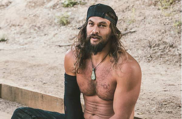 Body vạm vỡ như thần Hy Lạp đời thực của Người đàn ông hấp dẫn nhất 2019 - Hình 2