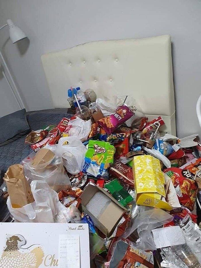 Loạt ảnh phòng trọ của cô gái trẻ ngập ngụa trong rác bẩn, bao bì đồ ăn vặt chất đống khiến nhiều người ngao ngán - Hình 2