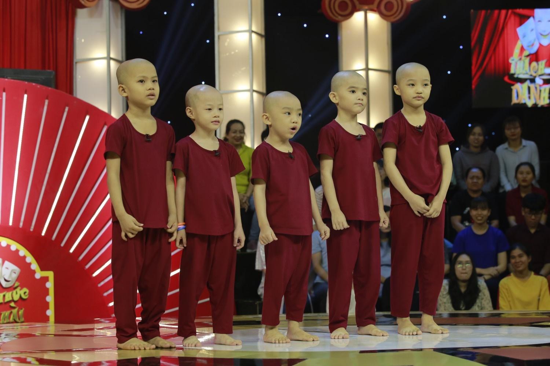 Nhóm hài 5 chú tiểu hóa thân thành Bao Công xử án ở Thách Thức Danh Hài mùa 6 - Hình 1
