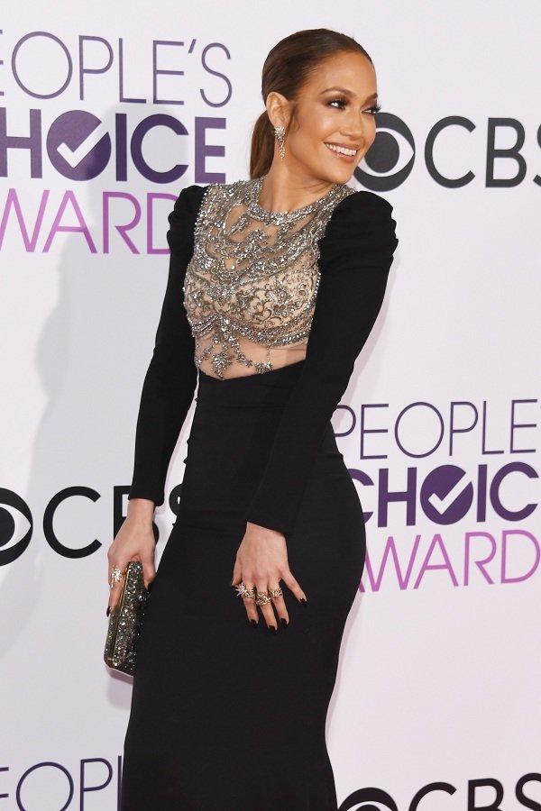 Quốc bảo nhan sắc Lee Young Ae đụng váy hơn 280 triệu đồng với Jennifer Lopez mà vẫn tỏa sắc lộng lẫy - Hình 2