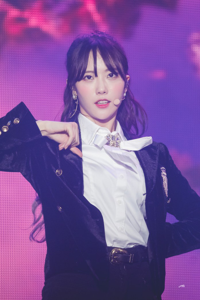 Sau nhóm bạn mỹ nam thân với Jungkook và Jennie - Irene, Knet lại phát sốt vì hội bạn không ngờ tới của Lisa (BLACKPINK) - Hình 1