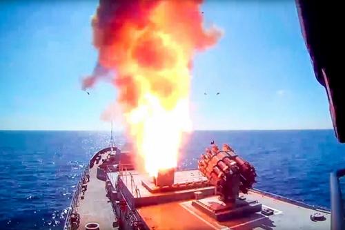 Tổng thống Nga cam kết tăng gấp đôi số chiến hạm mang tên lửa Kalibr - Hình 1