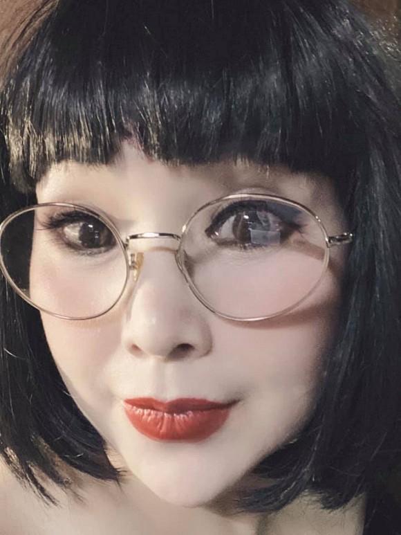 NSND Lan Hương lại gây hốt hoảng với gương mặt cứng như búp bê - Hình 1