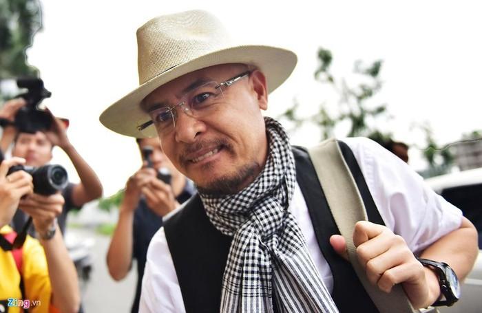 Ông Đặng Lê Nguyên Vũ trầm ngâm sau khi tòa tuyên án ly hôn - Hình 1