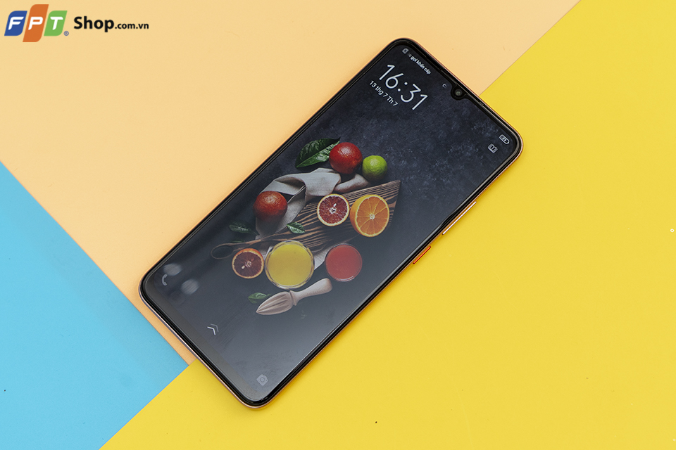 Tổng hợp 5 chiếc smartphone thiết kế siêu sang chảnh, giá hợp lý dành cho phái đẹp - Hình 2