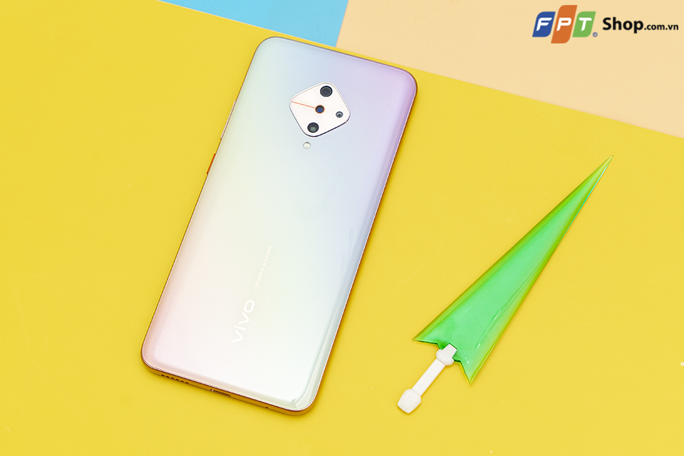 Tổng hợp 5 chiếc smartphone thiết kế siêu sang chảnh, giá hợp lý dành cho phái đẹp - Hình 1