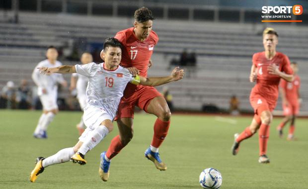 Góc phá rào: Trốn ra ngoài đu đưa xuyên màn đêm trước trận gặp Việt Nam, hàng loạt cầu thủ Singapore sẽ chịu kỷ luật nghiêm khắc - Hình 1